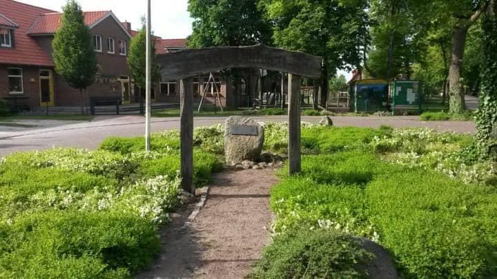 Dorfplatz - Lathen-Wahn